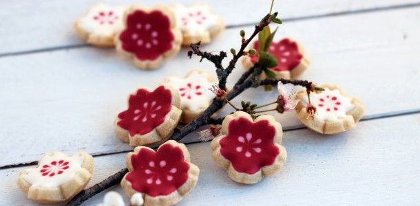 Cherry blossom curvy cookies. So pretty!! These are a must try!