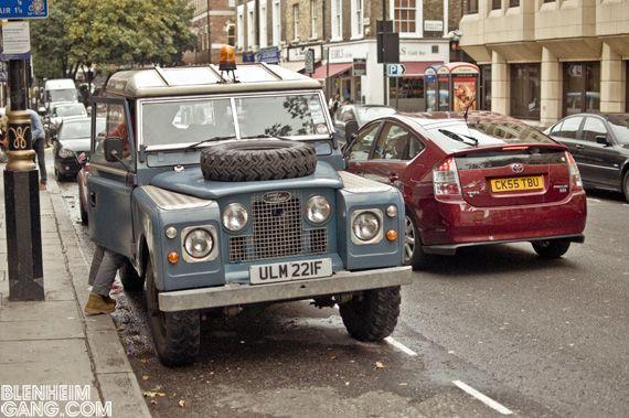 Land Rover, London street