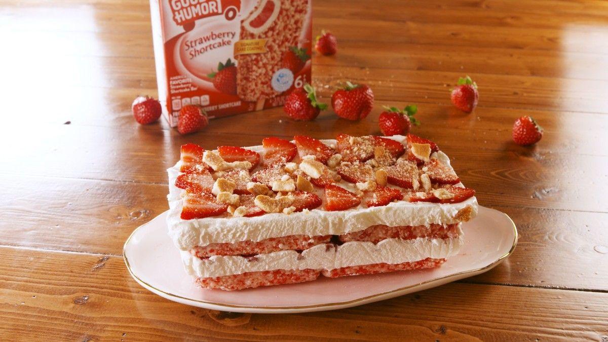 strawberry cake krunch bars