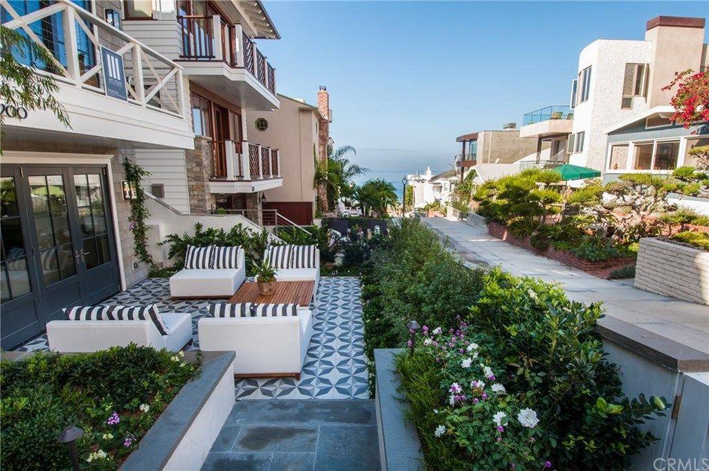 200 16th St, Manhattan Beach, CA 90266 4 beds/4.5 baths