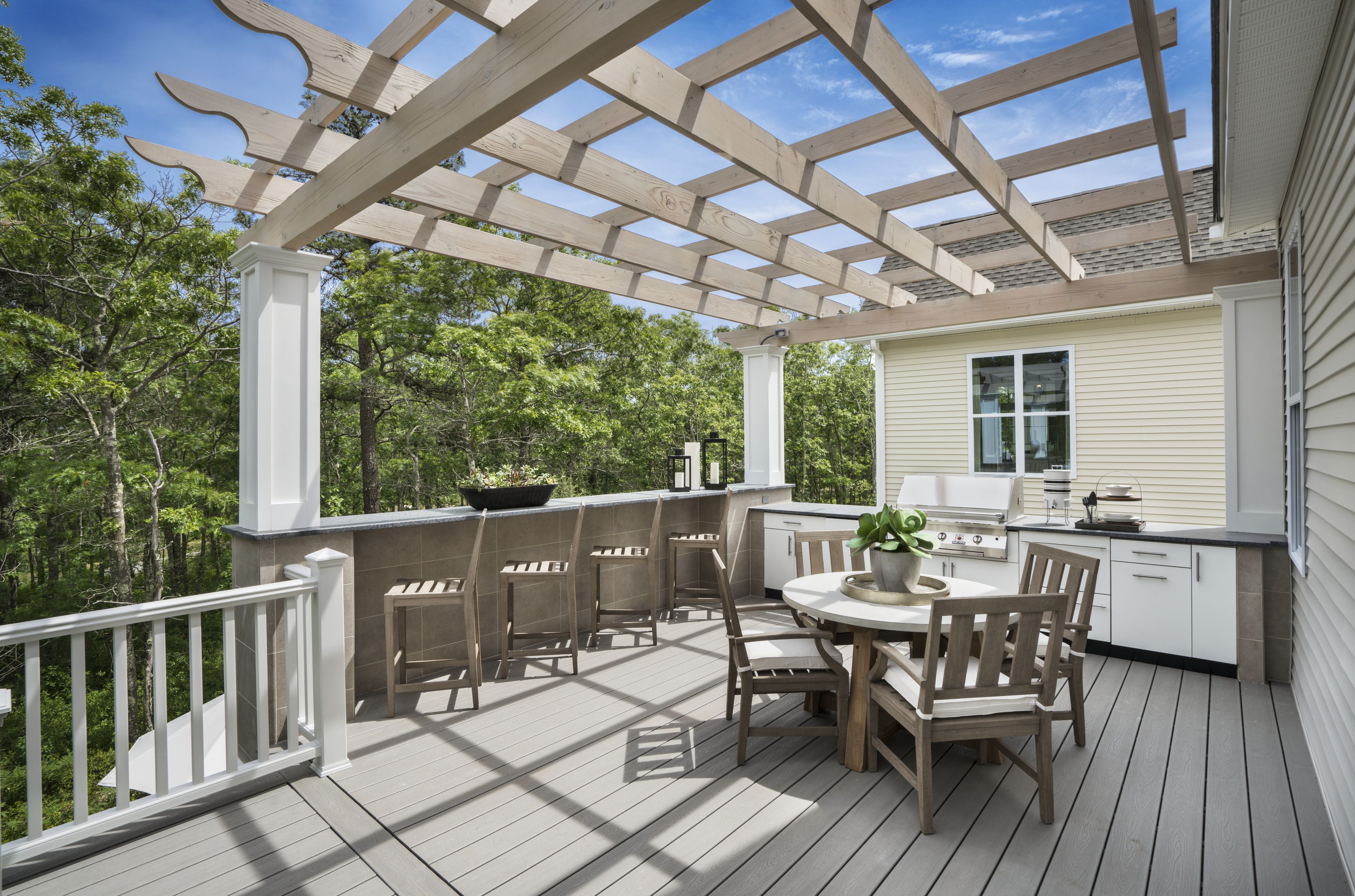 Relax while you enjoy a casual dinner for the family in a ... on Relaxed Outdoor Living id=46886