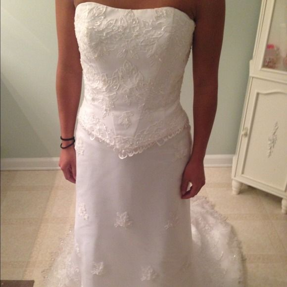 Michaelangelo Style T8064 Davids Bridal Used Dress! ( great condition) marks on the inside of the bottom train! Dresses