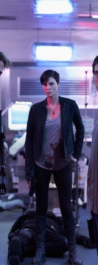 Charlize Theron Old Guard Released In 2020 Charlize Theron Hair Atomic Blonde Charlize Theron Charlize Theron Short Hair
