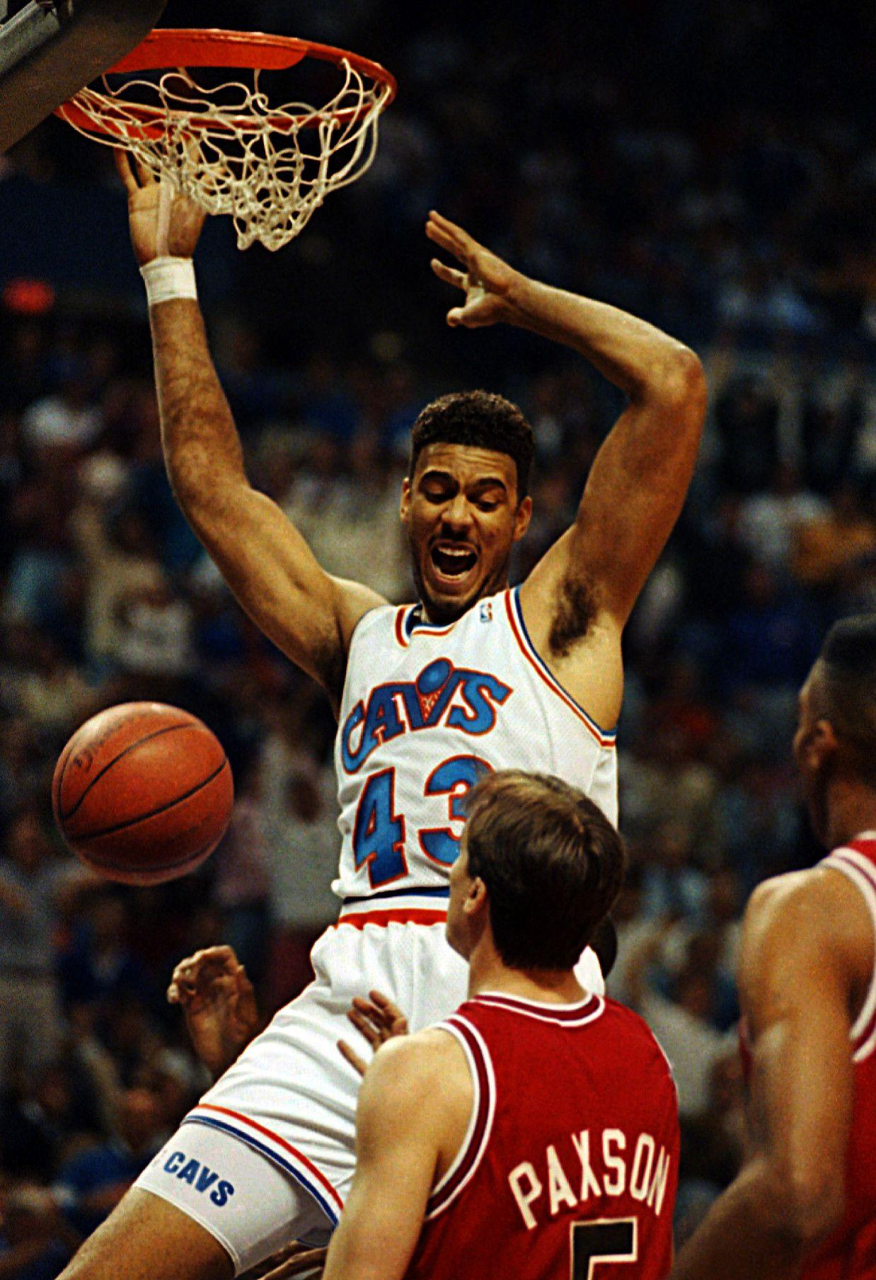Brad Daugherty Cleveland cavaliers basketball, Football