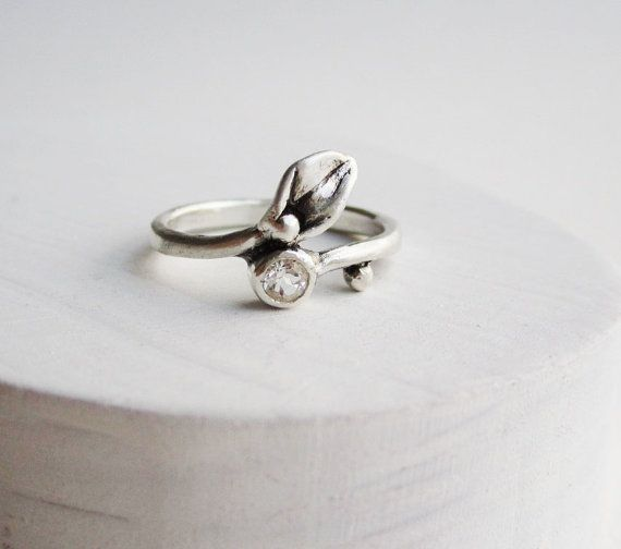 small leaf silver ring with white topaz