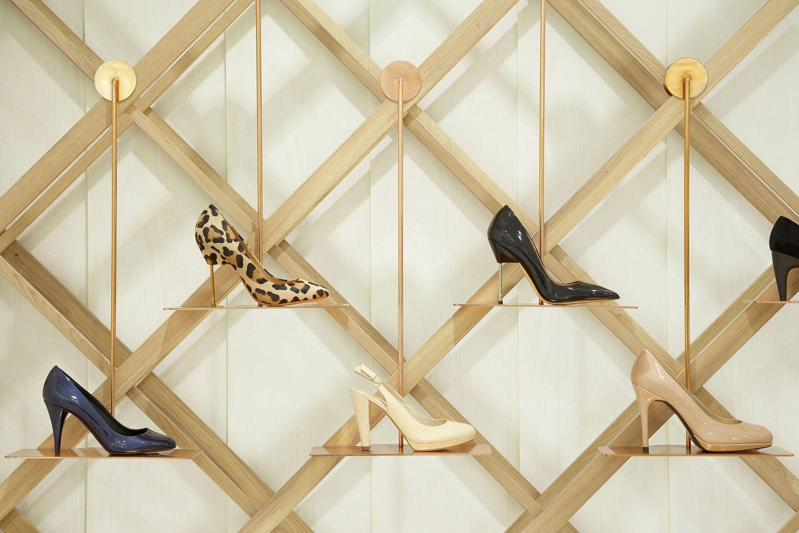 Arnotts Shoe Garden Shed Interior Architecture Design Diseno De Tienda De Zapatos Tienda De Zapatos Diseno De Tienda