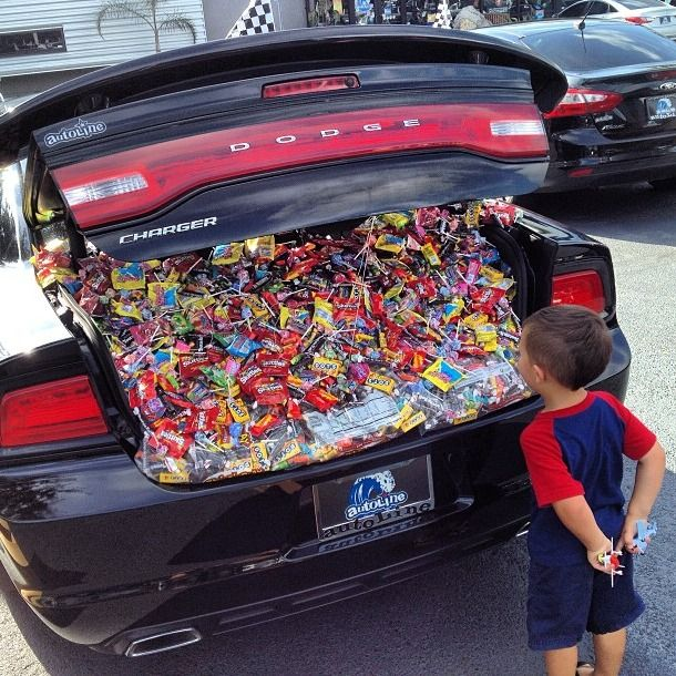 Amazing Decorating Car For Halloween Part - 3: 50 Trunk-or-Treat Decorating Ideas You Wish You Had Time For