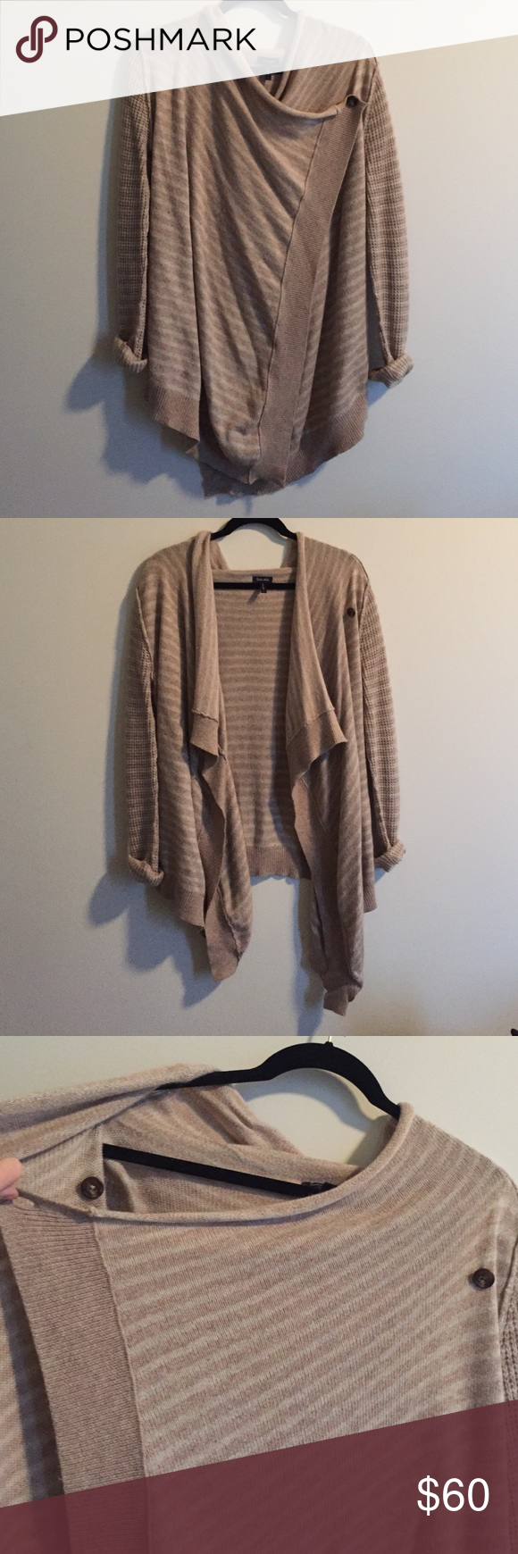 Splendid cardigan/wrap Cozy Splendid cardigan/wrap size small. Can be worn open as cardigan or wrapped. Super soft and looks great on! Cotton,nylon,viscose,angora Splendid Sweaters Cardigans