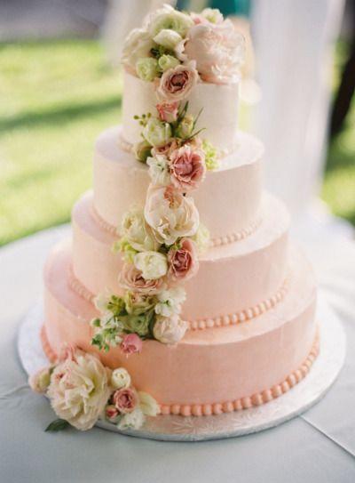 Bruidstaart in zachte roze poeder kleuren /Wedding cake in soft pink shade colors - Style Me Pretty