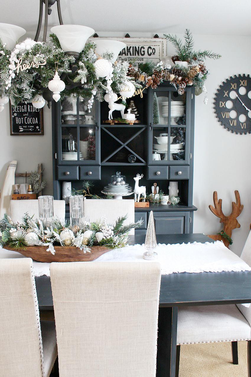 dining room buffet christmas decor