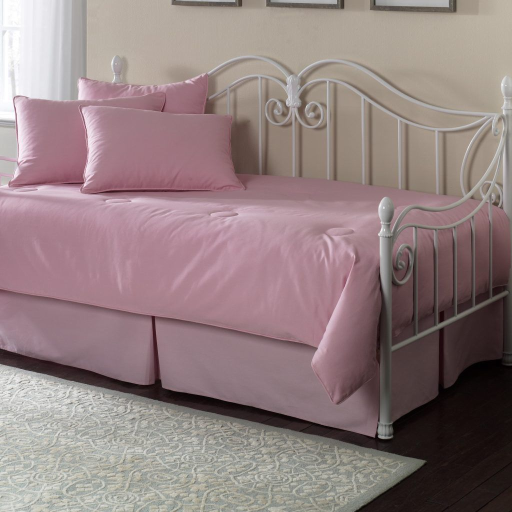 Trundle Daybed Comforter Sets With Pink Cushions