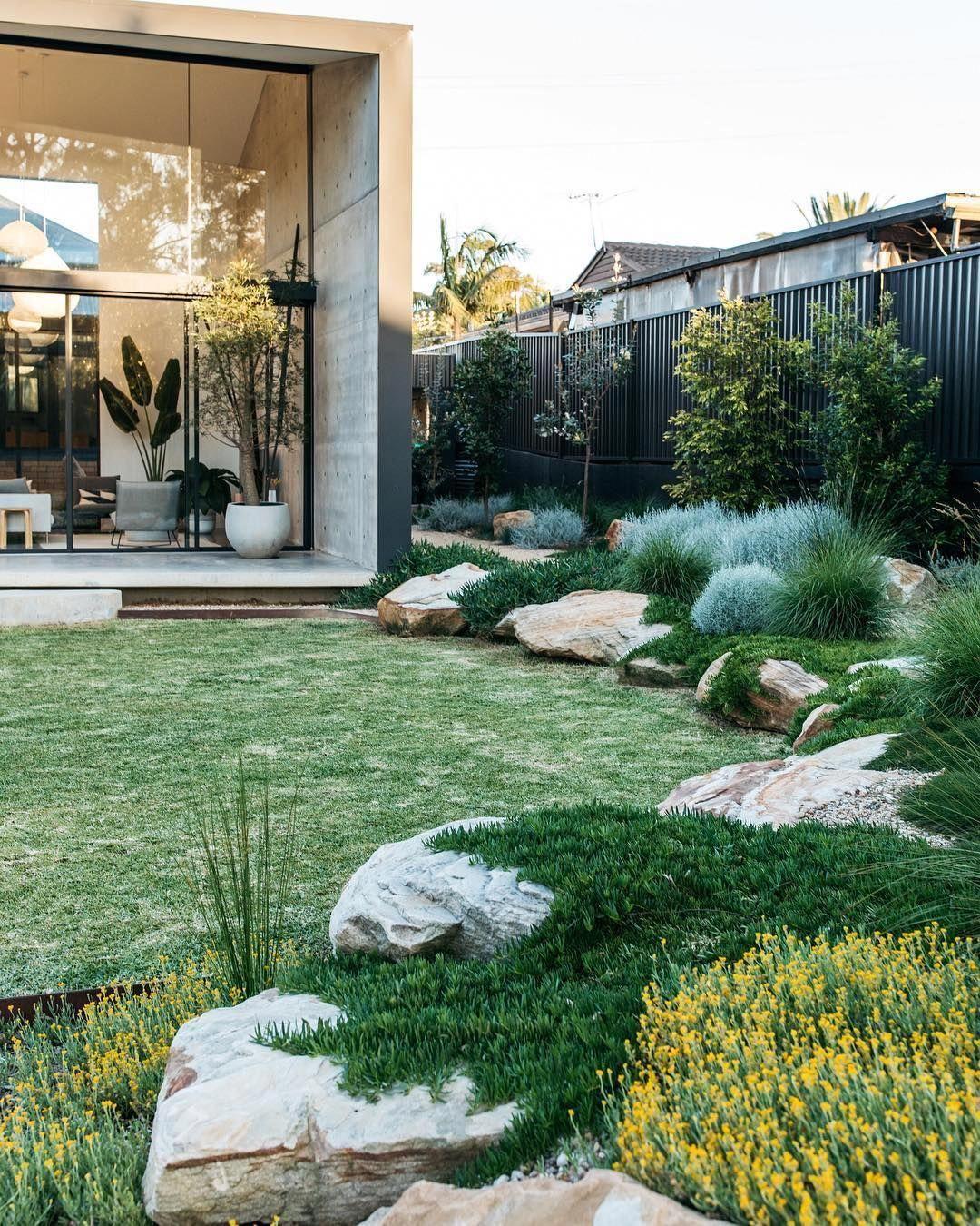 A Simply Beautiful Contemporary Australian Native Garden Done So Well Garden Design Fig Landsca Native Garden Australian Native Garden Backyard Garden Design