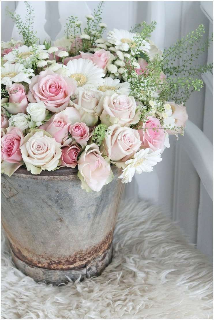 love the shabby chicness of the pale pink roses white daisies and rh pinterest com
