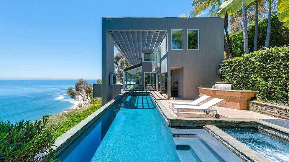 Tour Matthew Perry S Ridiculously Baller Malibu Home Via Mydomaine
