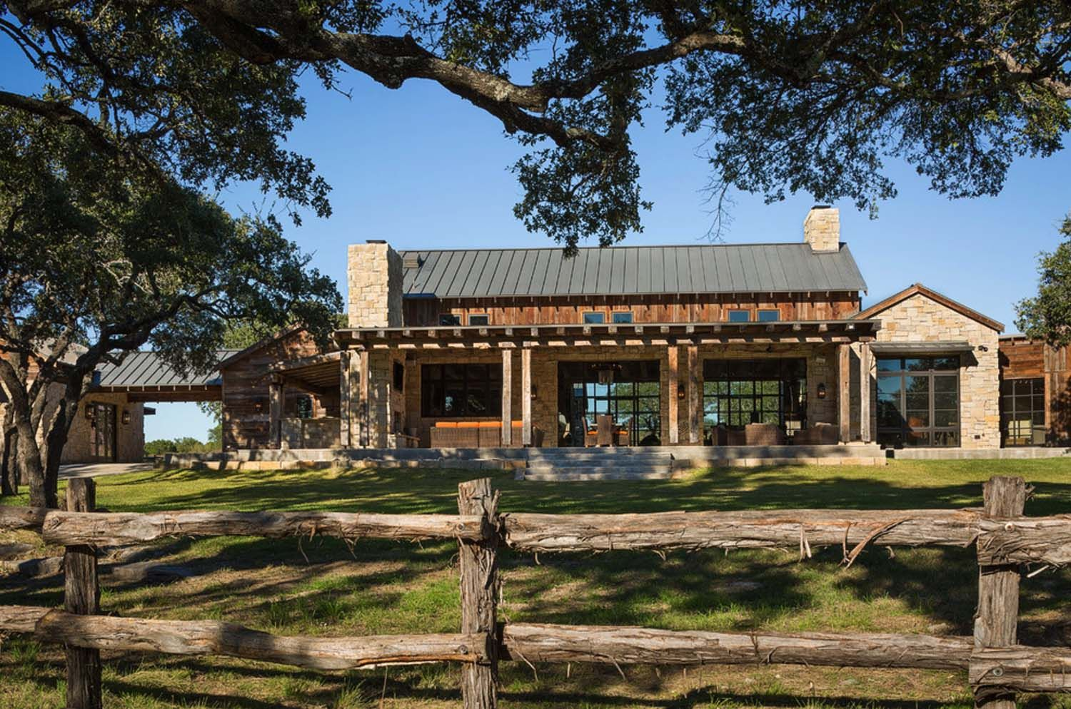 Modern Rustic Barn Style Retreat In Texas Hill Country Fav Decors