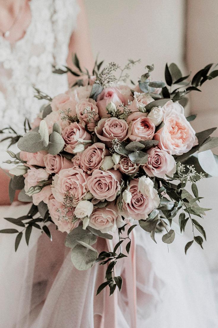 20 idées pour définir l'église de votre mariage en rose