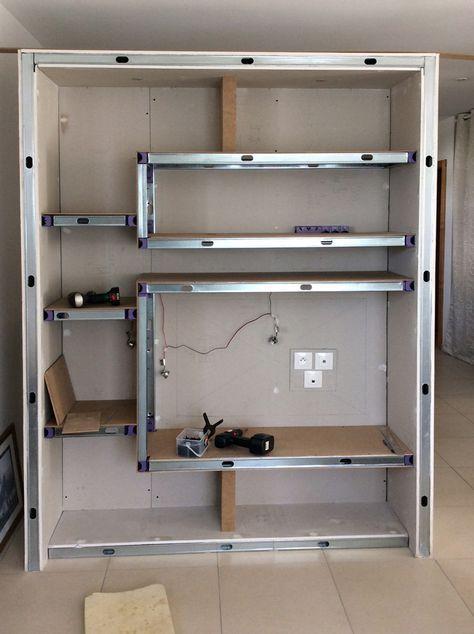 Construction du0027un meuble de séparation avec des montants métalliques