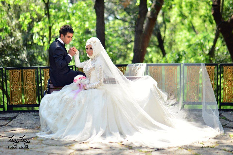 Bride Groom White Wedding Attire Muslim Wedding Wedding