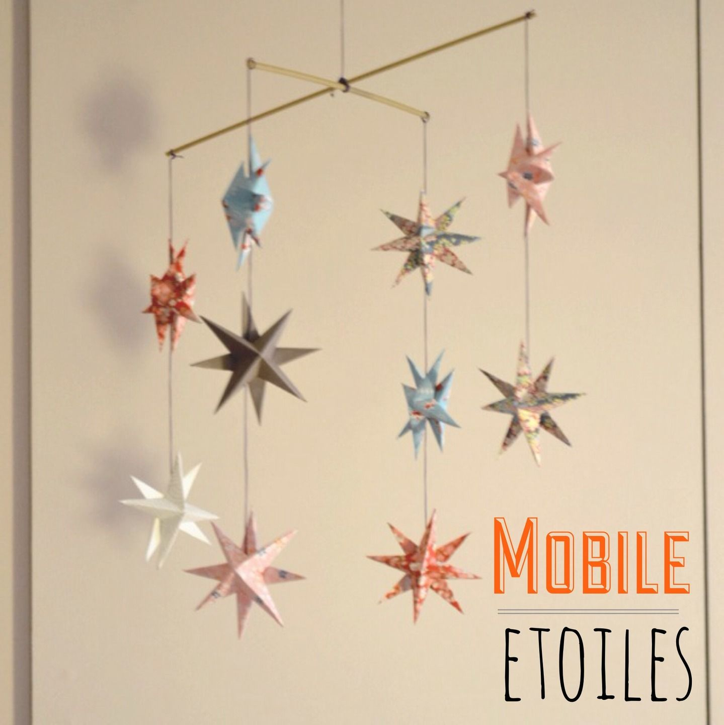 mobile d 39 toiles en origami origami mobiles et b b. Black Bedroom Furniture Sets. Home Design Ideas