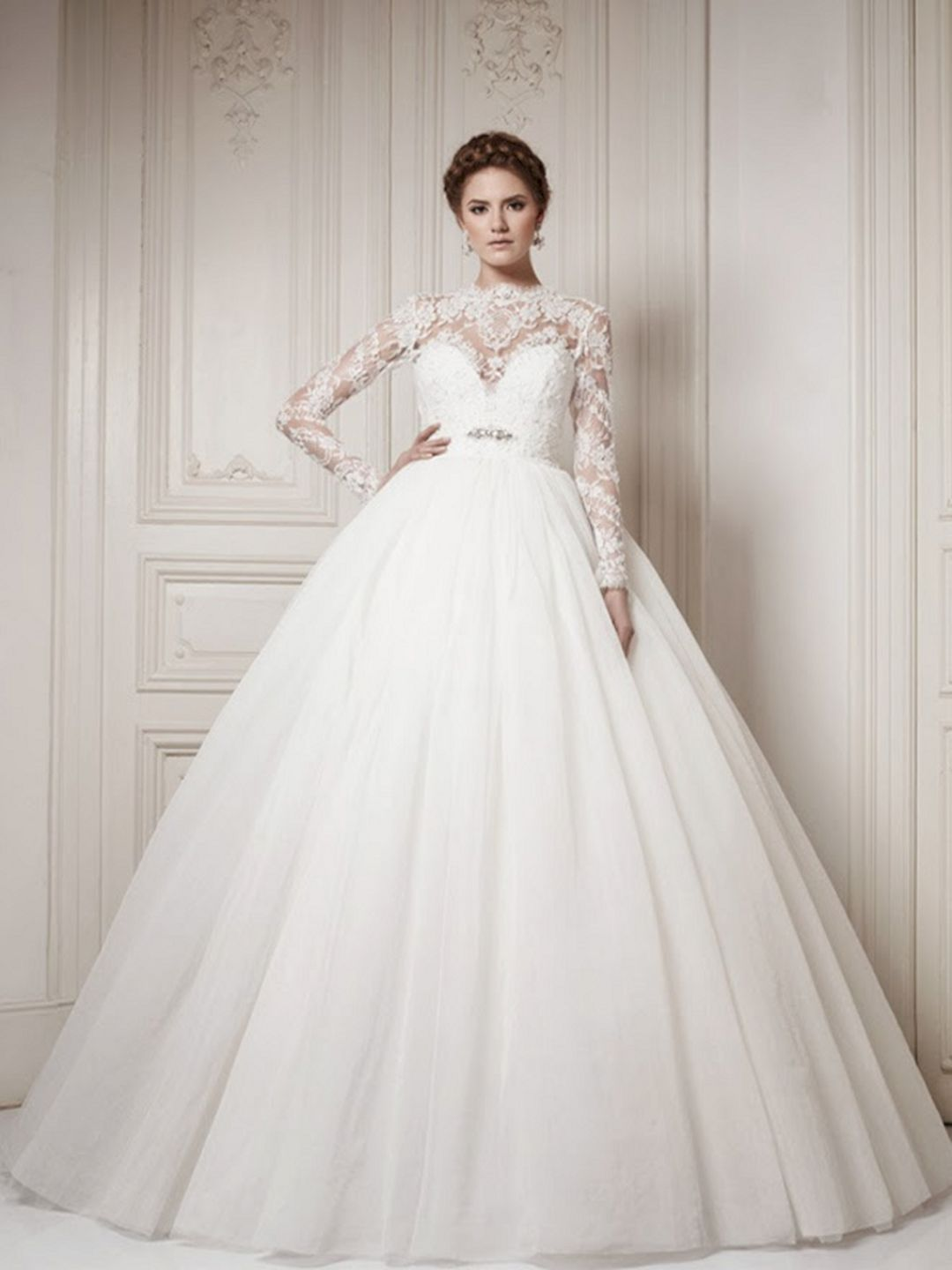 Adorable 25+ Cozy Winter Bridal Gowns With Sleeves For Beautiful Bride  https://oosile.com/25-cozy-winter-bridal-gowns-with-sleeves-for-beautiful-bride-15557