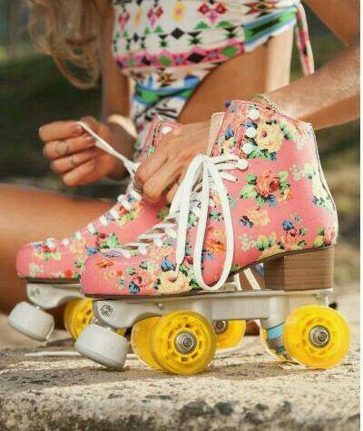 Patins de verão   Roller skate shoes, Roller skates, Roller