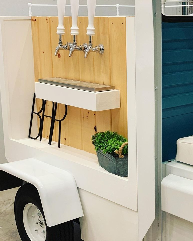 Camper Bars Love To Get Into The Mobile Bar Business We Have Mobile Bar For Sale Mobile Bar Trailer Bar Horse Box Bar Camper Bar Mobile Bar Caravan Bar
