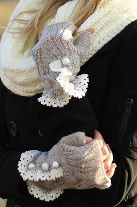 Light Grey Knit Open Gloves. Oh my goodness! These are ridiculously adorable!