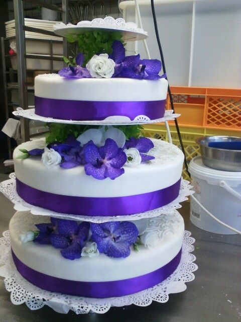 Hochzeitstorte Mit Echten Orchideen Beautiful Cakes Pinterest
