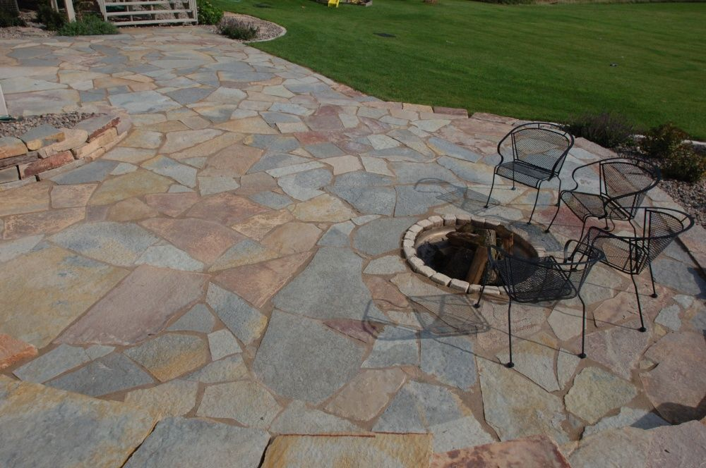 Patio flagstone patios slate walkway bluestone patio for Pictures of stone patios