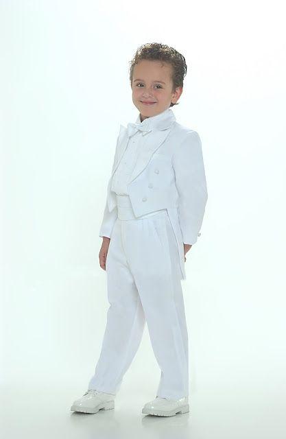 a9bed8708 Moda Adolescentes y Niños Elegancia Estilo  Trajes de Primera Comunión para  niños 2012