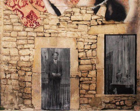 La parte inferiore dell'opera di Rizek, che cita una scena del film D'amore e anarchia