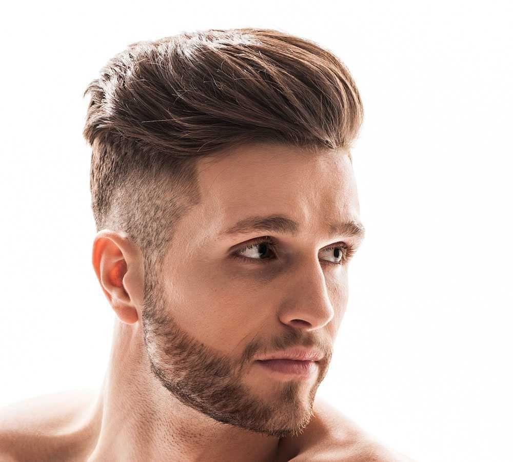 Tagli capelli corti con ciuffo uomo