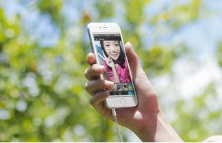 Hướng dẫn cách đăng ảnh lên zalo nhanh nhất - Hướng dẫn cách đăng ảnh lên zalo nhanh nhất cho điện thoại và máy tính dễ dàng và đơn giản. Cách đăng ảnh lên zalo, chia sẻ ảnh và trạng thái zalo. Để sở hữu một tài khoản mạng xã hội cá nhân vào thời đại hiện nay không hề khó với các bạn trẻ năng động như chúng ta, các mạng xã hội lớn lần lượt r... - http://taizaloapk.