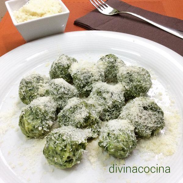 Estas bolitas de espinacas y parmesano son una propuesta original para hacer un plato especial - Platos de pasta sencillos ...