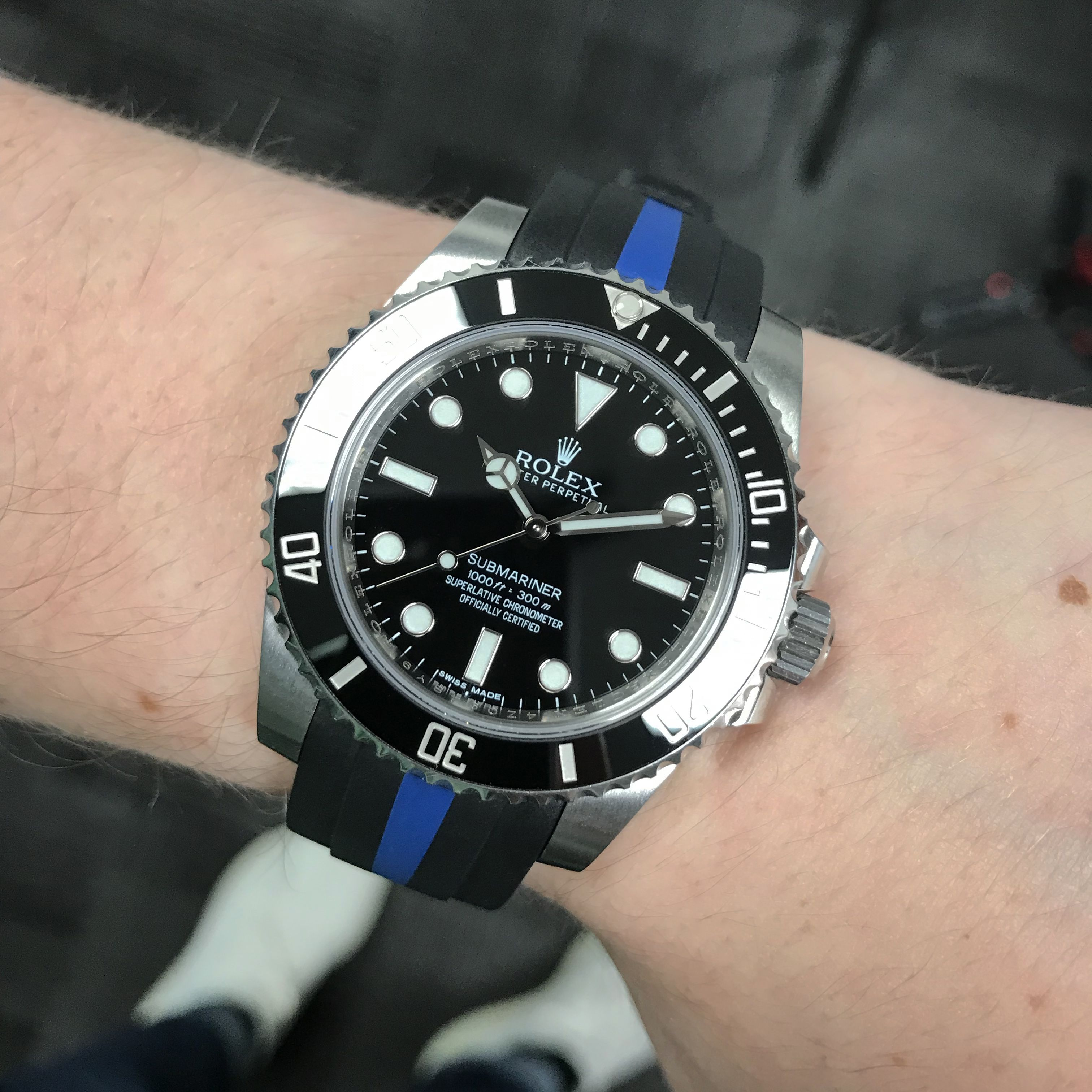Rocking The Sub C Nd In The Office On The New Bi Color Rubber Strap And It S Sick Watchfam What Do You Want To See It Rolex Submariner Watch Strap Rolex