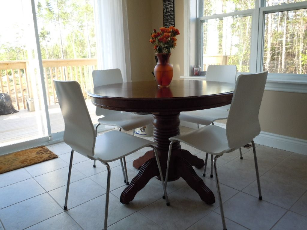 Eat in kitchen round table, IKEA chairs With images ...