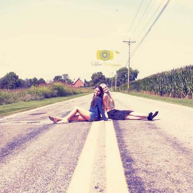 37 Impossibly Fun Best Friend Photography Ideas With Images