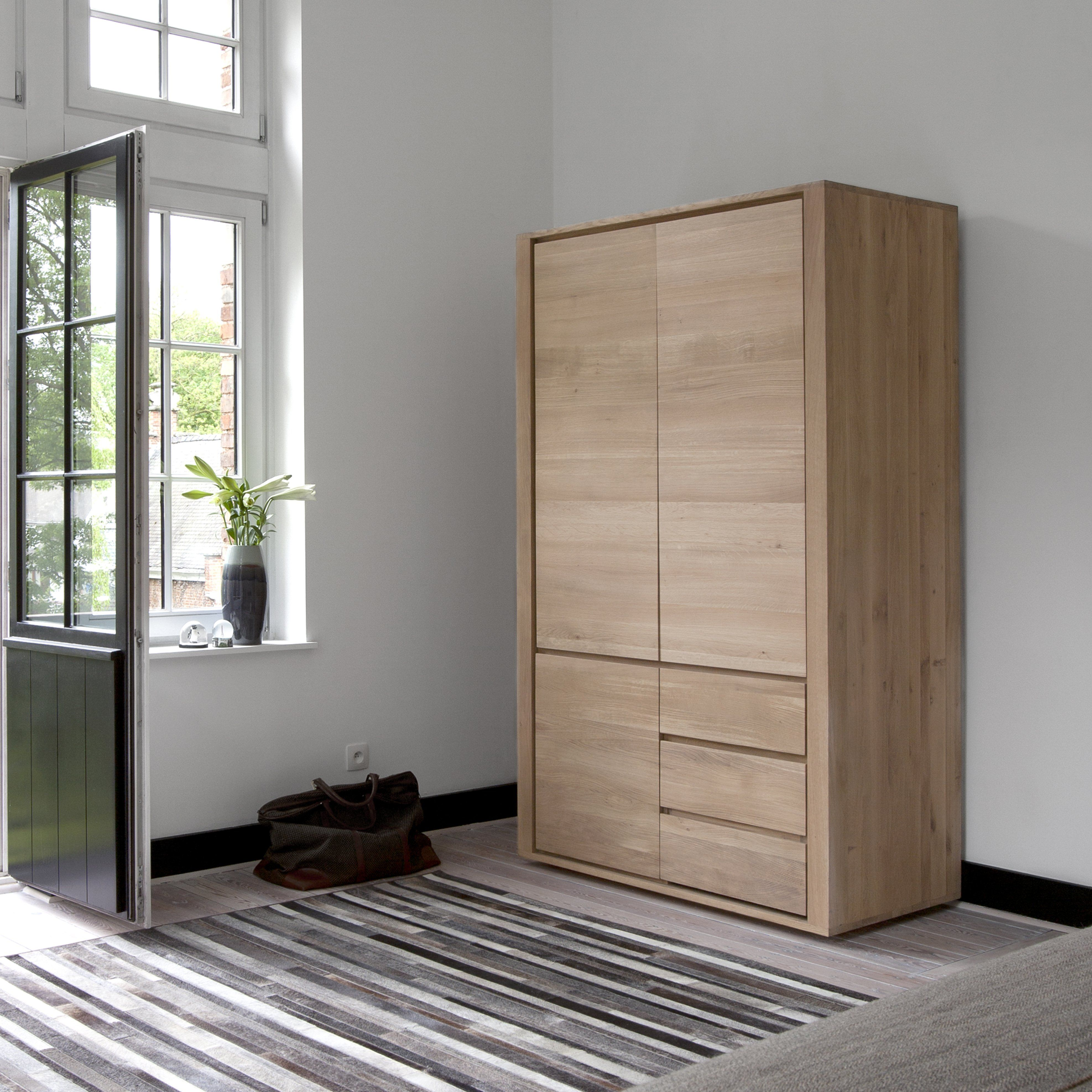 Ethnicraft Oak Shadow Storage Cupboard With 3 Doors 2 Drawers Diseno De Muebles Muebles Muebles Dormitorio