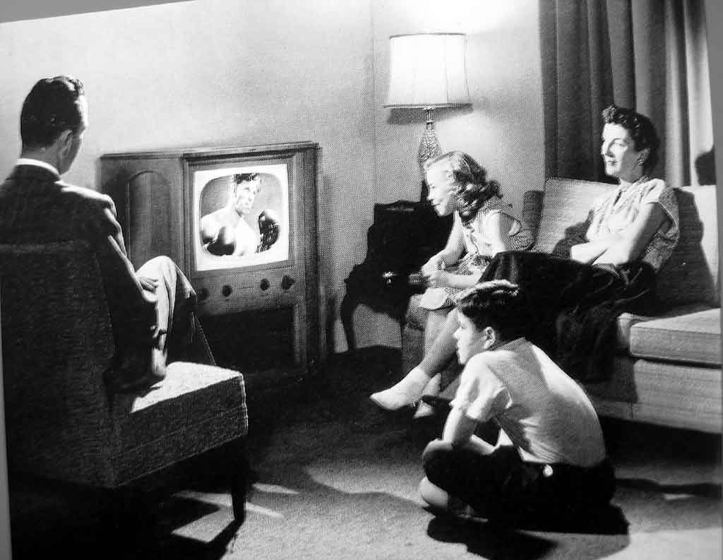 family watching tv 1950s. think you know what you\u0027re getting from television? here are 5 horrible values continuing to get television. family watching tv 1950s