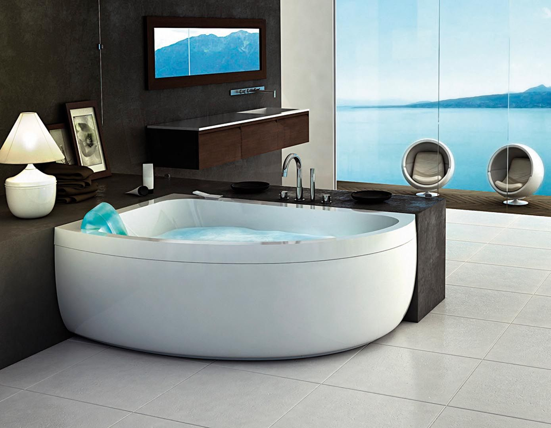 Badkamer Met Whirlpool : Half ingebouwde whirlpool in ruime badkamer. dat een hoekbad niet