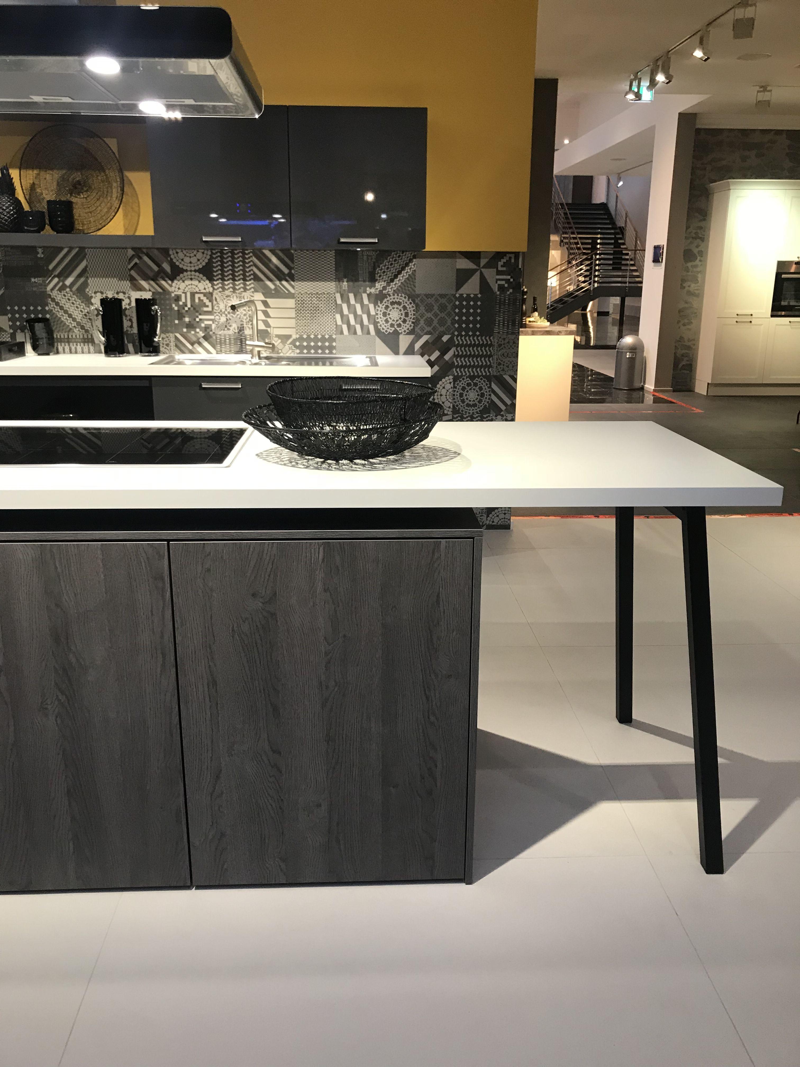 Die Arbeitsplatte Als Tisch Mit Integriertem Kochfeld. Phantastische Idee  Für