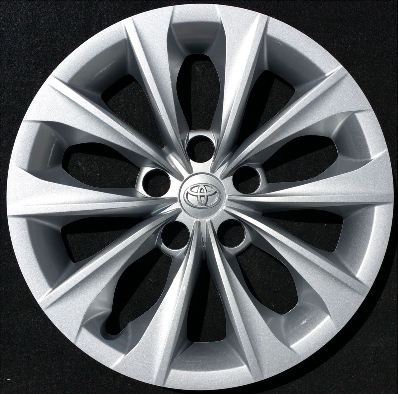2015 toyota camry le 10 spoke 16 hubcap wheel cover 42602 06070 products 2015 toyota camry and wheels
