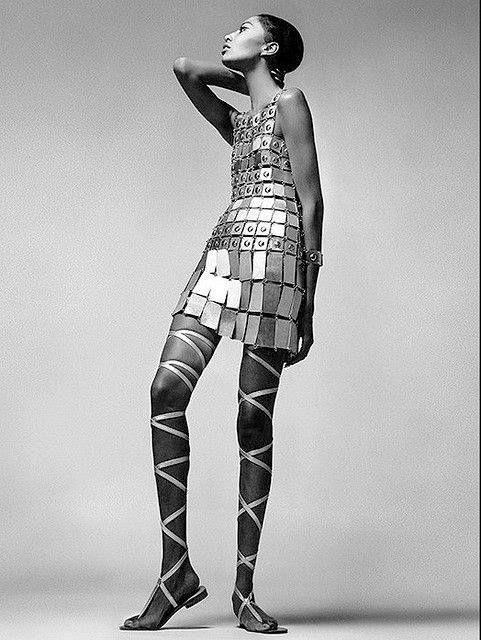 Donyale Luna par Richard Avedon Robe Paco Rabanne Vogue, Decembre 1966
