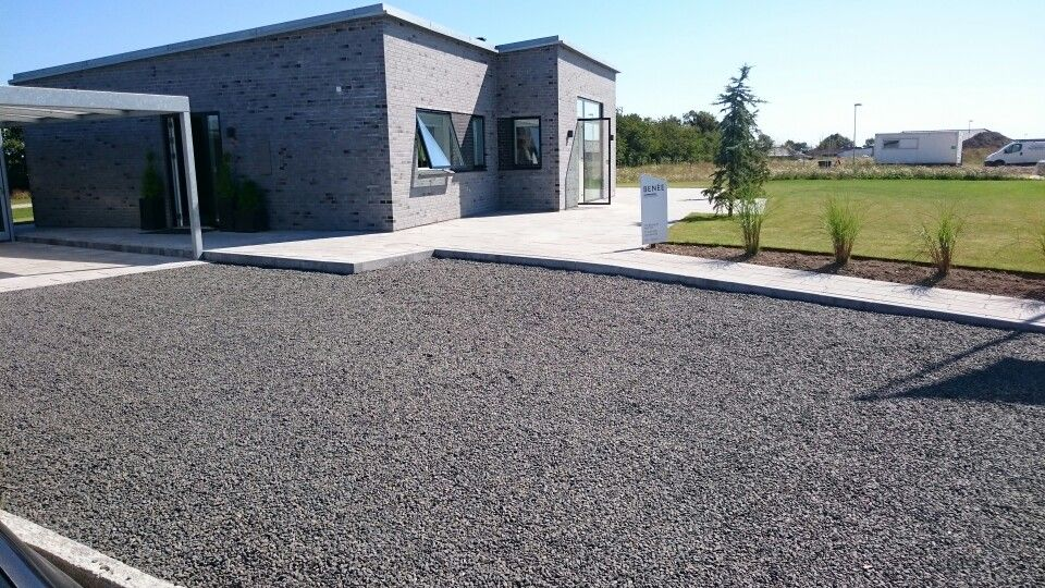 Indkørsel med granitskærver | Det moderne hjem | Pinterest | Huse, Terrasse og Boller