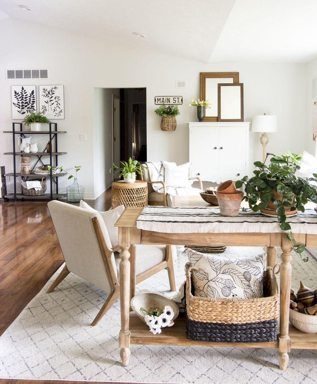 32 Lovely Modern Farmhouse Living Room Decor Ideas In 2020 Farmhouse Decor Living Room Farm House Living Room Trendy Living Rooms