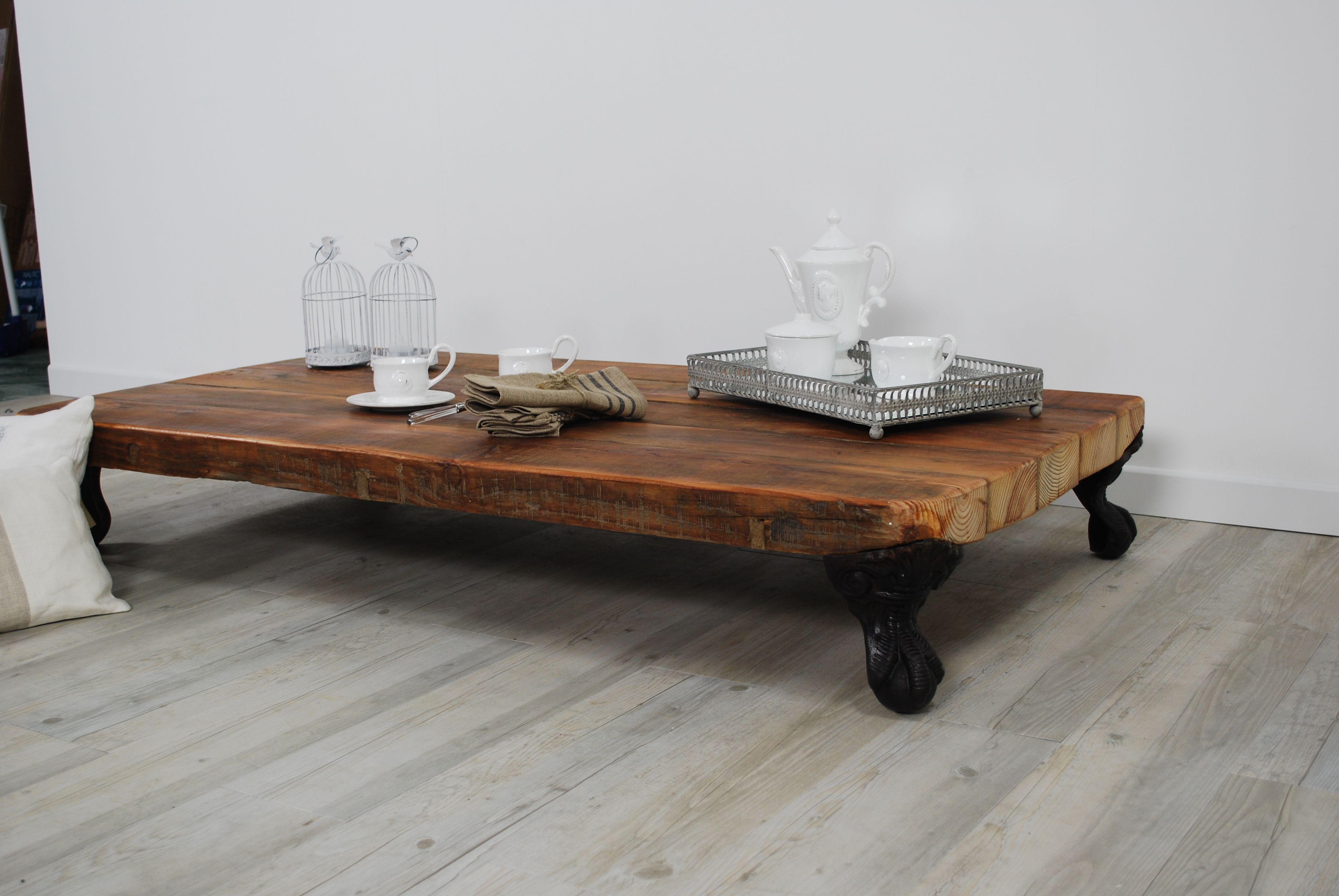 Mesa de centro realizada con una viga vieja y unas patas for Mesas de centro antiguas