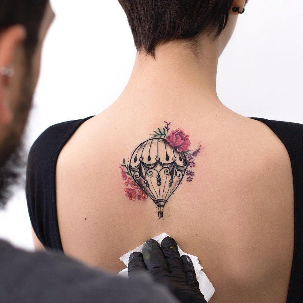 . . Wenn Tattoo-Motive Geschichten erzählen Der brasilianische Tätowierer Robson Cavalho vermischt verschiedene Styles zu seinen ganz eigenen Kreationen. Ein klein wenig Comic, Sketch-Style und wundervolle Aquarell-Tattoo werden dann zu einzigartigen Tätowierungen, die alle kleine Geschichten zu…