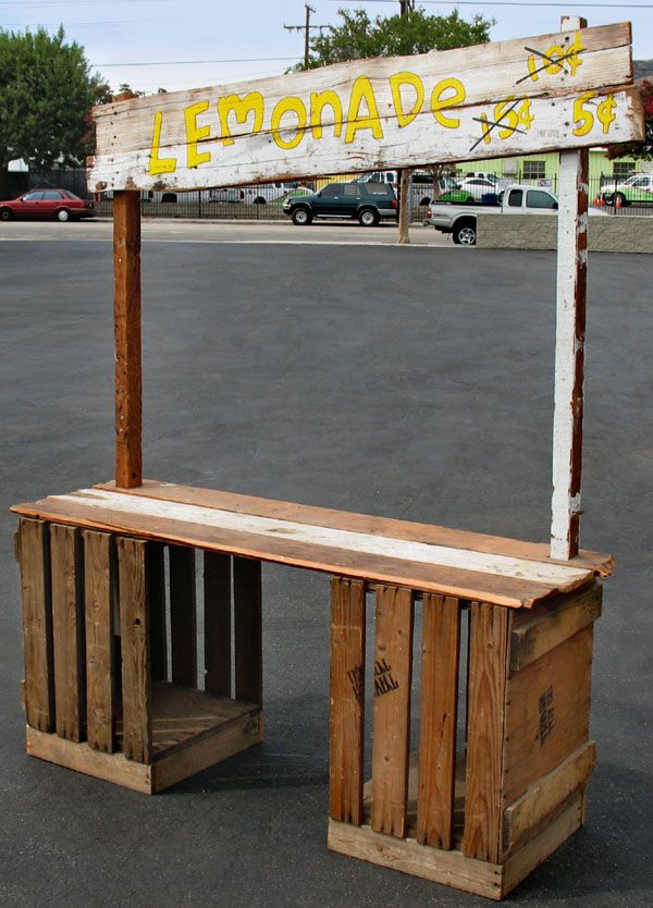 Blech of a salesman drink dispenser plank and crates for How to build a lemonade stand on wheels