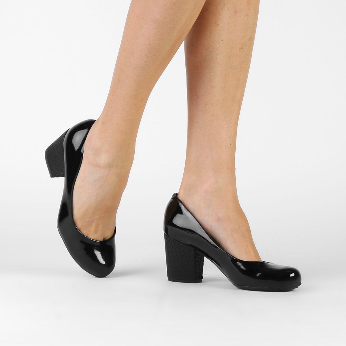 02d40ad285 Compre Scarpin Moleca Salto Grosso Preto na Zattini a nova loja de moda  online da Netshoes. Encontre Sapatos