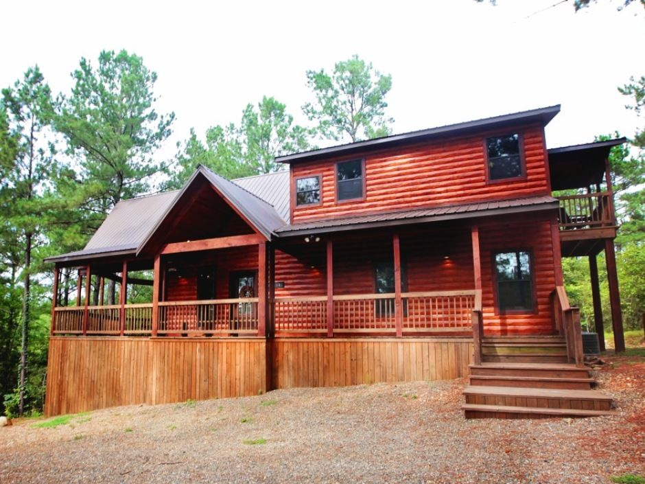 Bear Bluff Escape Is A Two Bedroom Cabin For People Who Appreciate Luxury Living And Top Of The Line Amenities The Two M House Styles Luxury Living Bedroom